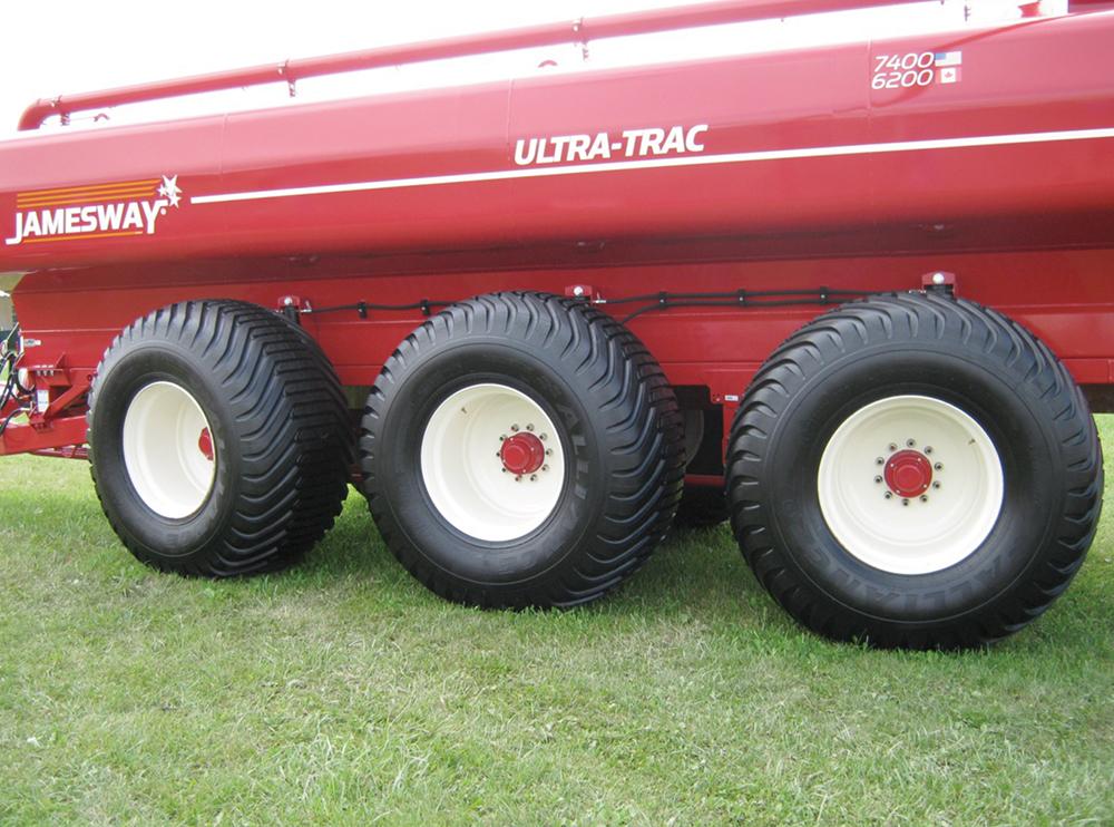 multiple axles and flotation tires on liquid manure spreader